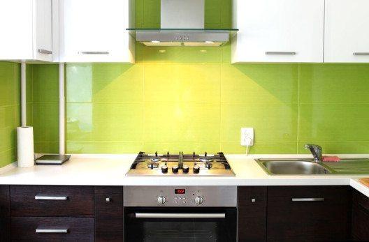 Grün spricht eine klare Sprache, denn der universelle Farbton vermittelt ein Gefühl von Sicherheit und Frieden. (Bild: © lyly - shutterstock.com)