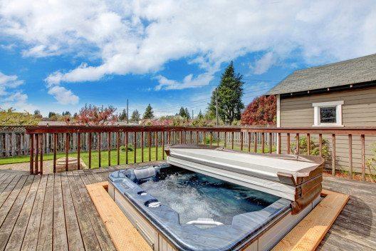 Relaxen pur – der Whirlpool. (Bild: Iriana Shiyan – Shutterstock.com)