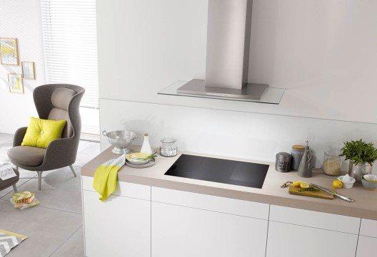 """""""Connected"""": Kochfeld und Dunstabzug können miteinander kommunizieren. Je nachdem, welche Einstellungen auf dem Kochfeld vorgenommen werden, stellt die Haube automatisch sofort die richtige Leistungsstufe ein."""