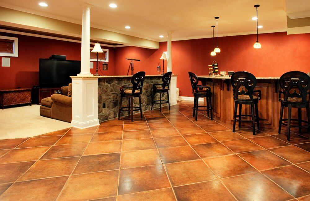 Bei der Anmietung von Möbeln für die häusliche Feier besitzen Barmöbel verschiedene Vorteile, die klassisches Mobiliar nicht besitzt. (Bild: © Christopher Edwin Nuzzaco - shutterstock.com)