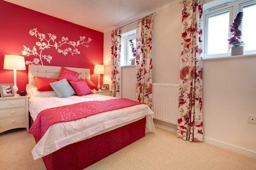 Kräftige Farben wie Rot schafft einen optisch angenehmen Kontrast. (Bild: Michael Higginson – Shutterstock.com)