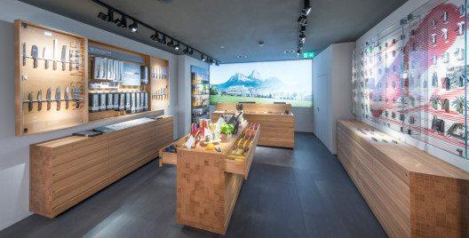 Die Schweizer Traditionsmarke Victorinox ist jetzt auch in Luzern mit einem Store vertreten.