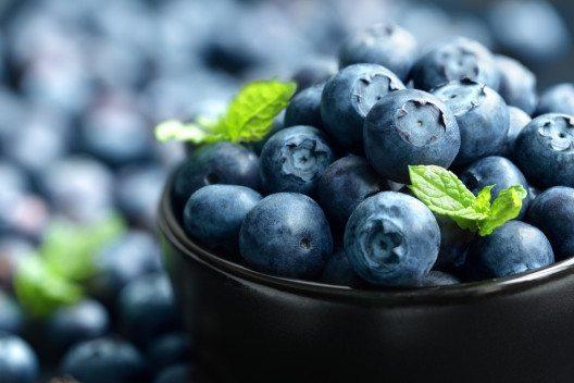 Wer eine schöne Haut will, sollte regelmässig Blaubeeren essen. (Bild: © Brian A Jackson - shutterstock.com)