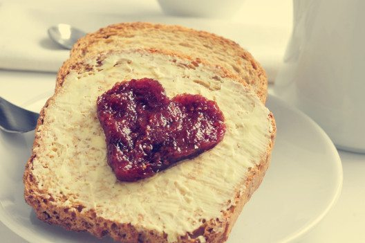 Jedes Kind sollte täglich frisch belegte Brote mit in die Schule nehmen. (Bild: © nito - shutterstock.com)
