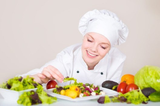 Es existieren zahlreiche Möglichkeiten, anspruchsvolle vegane Menüs zu kreieren. (Bild: Ivlianna – Shutterstock.com)