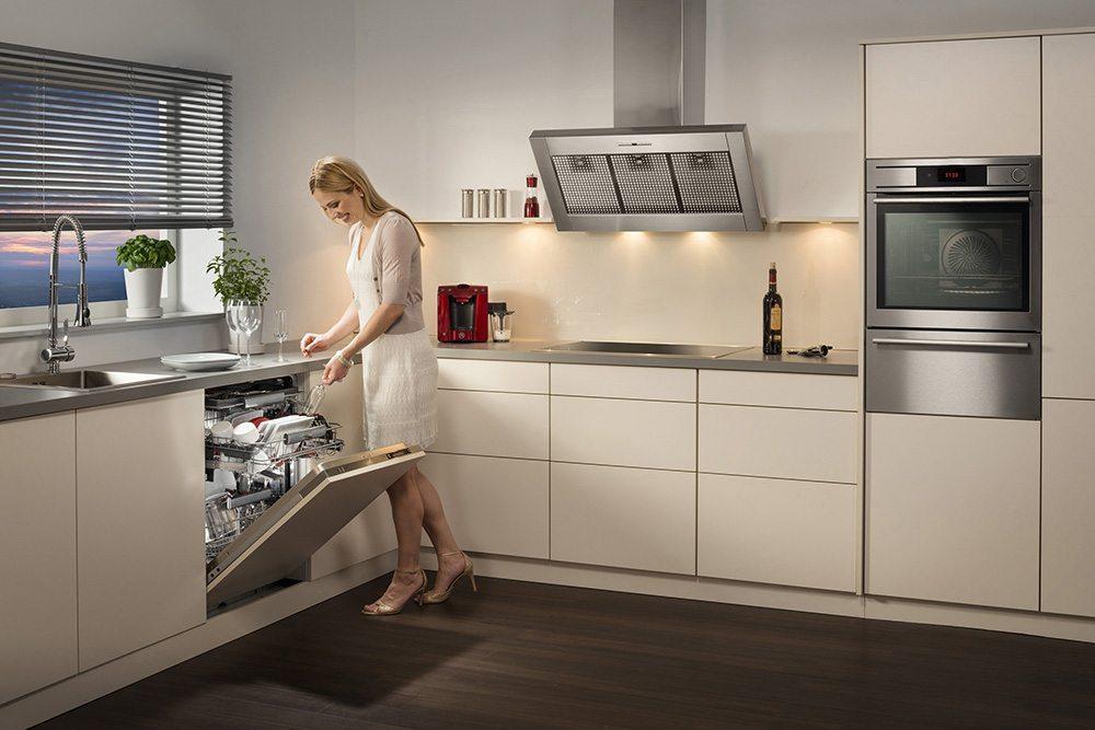 WLAN-fähig und leise: Neue Geschirrspüler – perfekt für eine offene Küche. (© AMK)