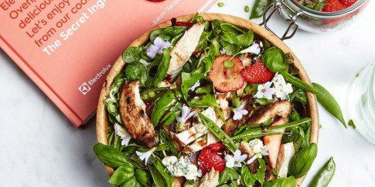 Zutaten wie Balsamico-Essig, Spinat, Rosmarin und Basilikum ergänzen den Erdbeergeschmack hervorragend. (Bild: Electrolux)