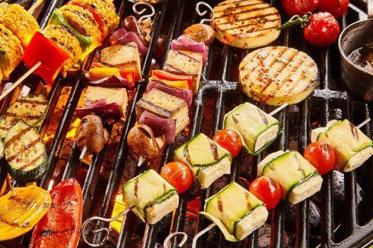 Auch gegrilltes Gemüse wird zum kulinarischen Hochgenuss. (Bild: stockcreations – Shutterstock.com)