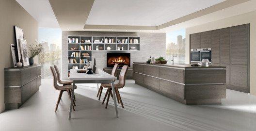 Nicht nur etwas für Zweit- und Dritteinrichter ist diese offene architektonische Lösung im wohnlichen Holzdekor. (Bild: © AMK)