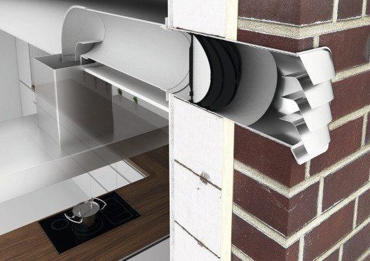 Intelligente Abluftlösung, bei der die Effizienz der Dunstabzugshaube maximiert wird plus eines wärmedämmenden Effekts, wenn die Haube nicht in Betrieb ist. (Bild: © AMK)