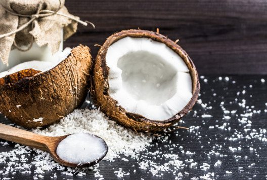 Kokosnuss bringt Exotik in die Küche. (Bild: © alicjane - shutterstock.com)
