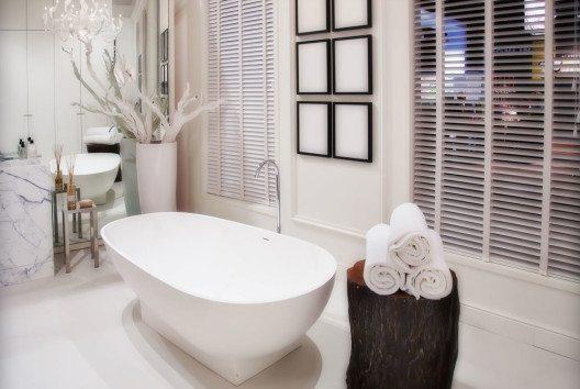 Das Bad gewinnt als persönliche Ruhezone mit Wellness-Charakter zunehmend an Bedeutung. (Bild: ariadna de raadt – Shutterstock.com)