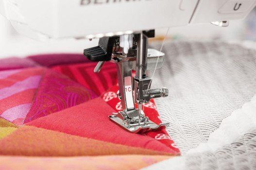 Viele der klassischen Näharbeiten lassen sich mittlerweile mit Nähmaschinen ausführen. (Bild: Bernian International)