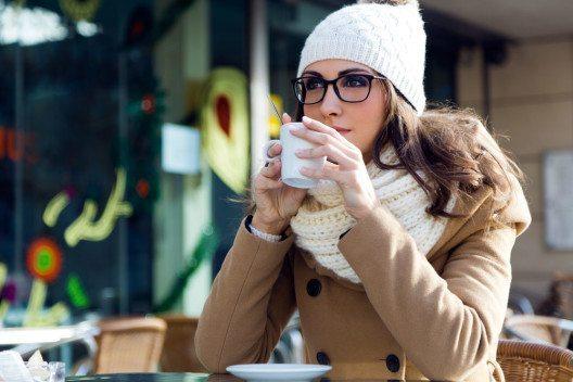 Kaffeeliebhaber schätzen das Aroma frisch gemahlener Bohnen. (Bild: nenetus – Shutterstock.com)