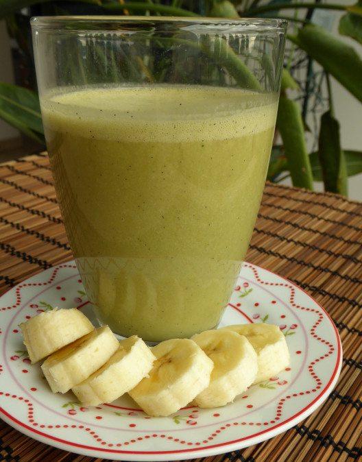 Warmer Matcha Kokos Shake mit Banane. (Bild: livingpress.de)