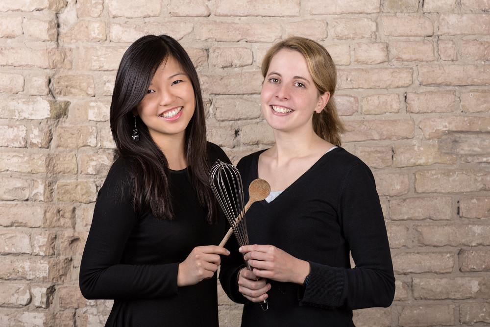 Mengting Gao (l.) und Verena Hubertz sind die Gründerinnen und Geschäftsführerinnen der mobilen Rezept-Plattform Kitchen Stories. Kitchen Stories produziert hochwertige Videos für die Miele@mobile App. (Bild: Kitchen Stories)