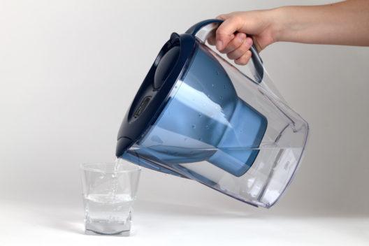 Besseres Trinkwasser dank Wasserfilter (Bild: Tomislav Pinter - shutterstock.com)