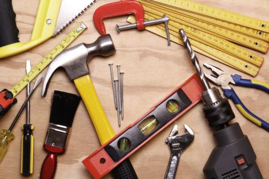 Passende Heimwerkerausrüstung finden (Bild: STILLFX - shutterstock.com)