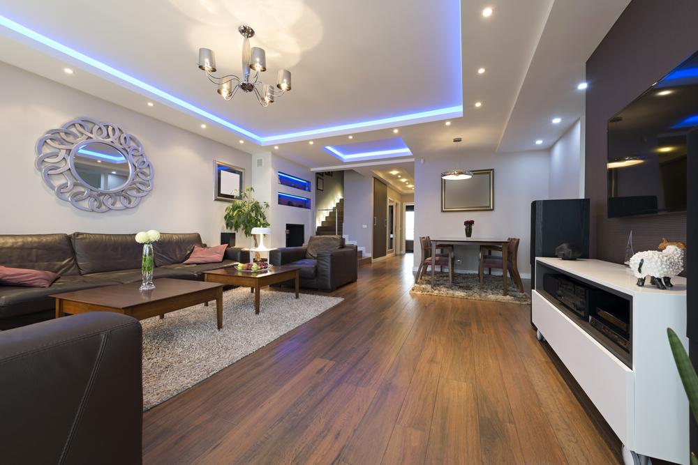 Stimmungsvolle Beleuchtung für die Wohnung (Bild: foamfoto - shutterstock.com)