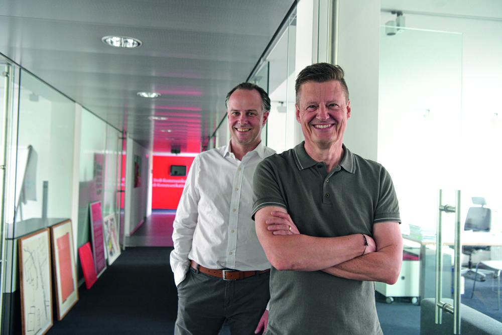 Jörg Dambacher (rechts) mit Tim Bögelein (links), Geschäftsführer RTS Rieger Team